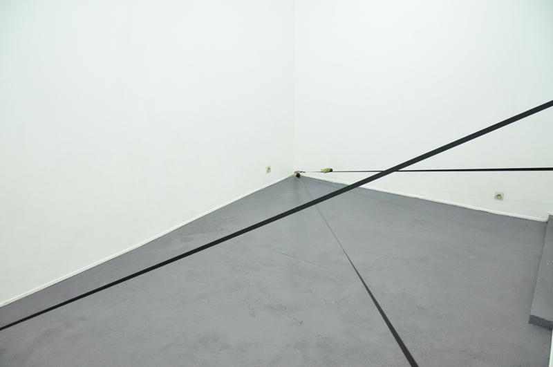 Nicolas-Kozerawski-Champs-de-(ex)tensions-2012-living-room-02