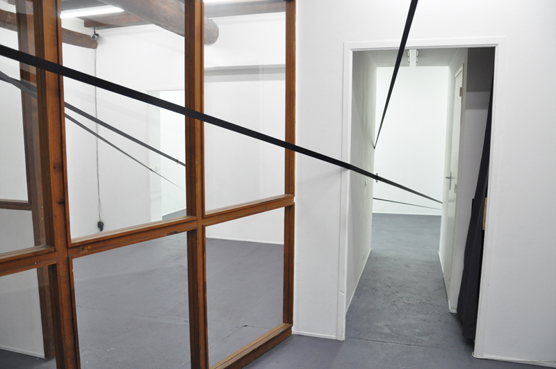 Nicolas-Kozerawski-Champs-de-(ex)tensions-2012-living-room-03